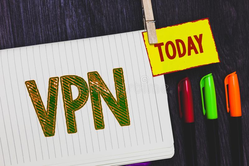 Testo della scrittura che scrive Vpn Il significato di concetto ha assicurato la rete privata virtuale attraverso l'indicatore pr fotografia stock libera da diritti