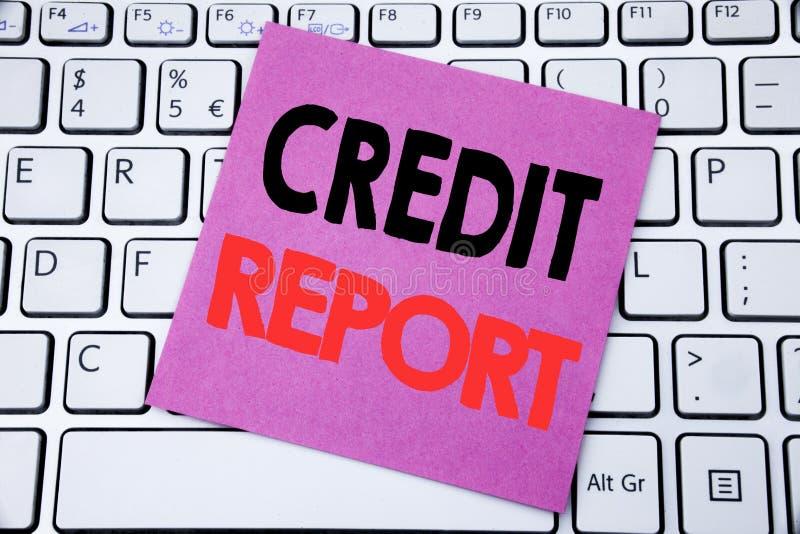 Testo di annuncio della scrittura che mostra rapporto di credito Concetto di affari per il controllo del punteggio di finanza scr immagine stock