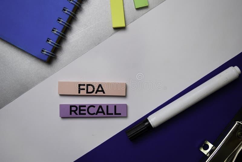 Testo di richiamo di FDA sulle note appiccicose con il concetto della scrivania di colore fotografia stock libera da diritti