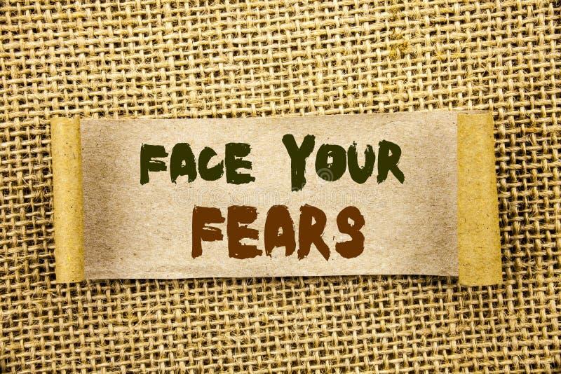 Testo di scrittura che mostra a fronte i vostri timori Foto di affari che montra valore coraggioso di fiducia di Fourage di timor immagini stock libere da diritti