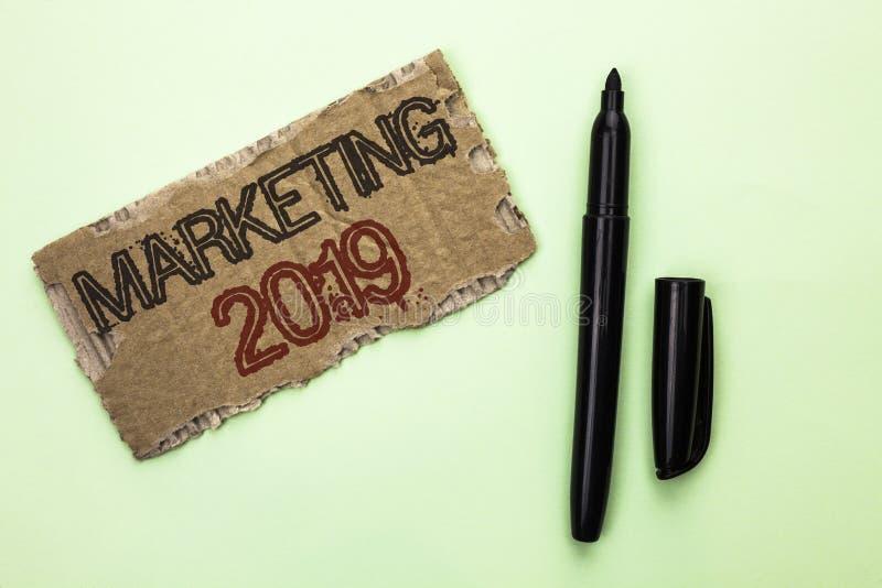 Testo di scrittura di parola che commercializza 2019 Concetto di affari per il nuovo inizio di strategie del mercato del nuovo an fotografie stock