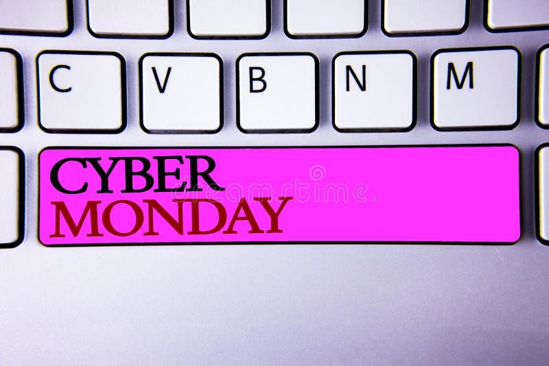 Testo lunedì cyber di scrittura di parola Concetto di affari per le vendite speciali dopo il commercio elettronico online di acqu fotografia stock libera da diritti