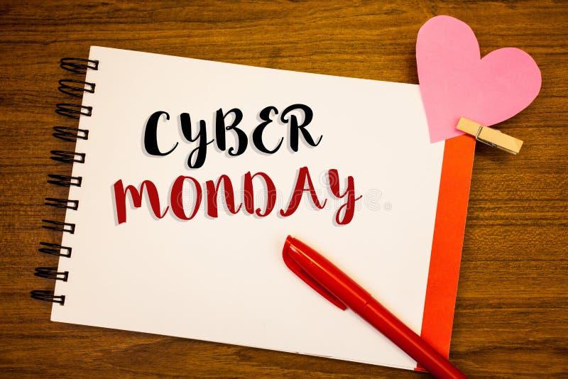 Testo lunedì cyber di scrittura di parola Concetto di affari per le vendite speciali dopo il commercio elettronico online di acqu fotografia stock