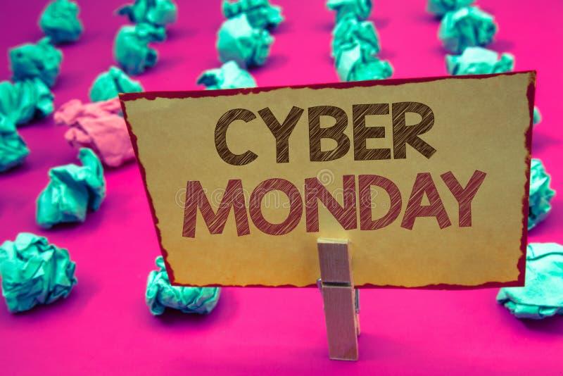 Testo lunedì cyber di scrittura di parola Concetto di affari per le vendite speciali dopo il commercio elettronico online di acqu immagine stock