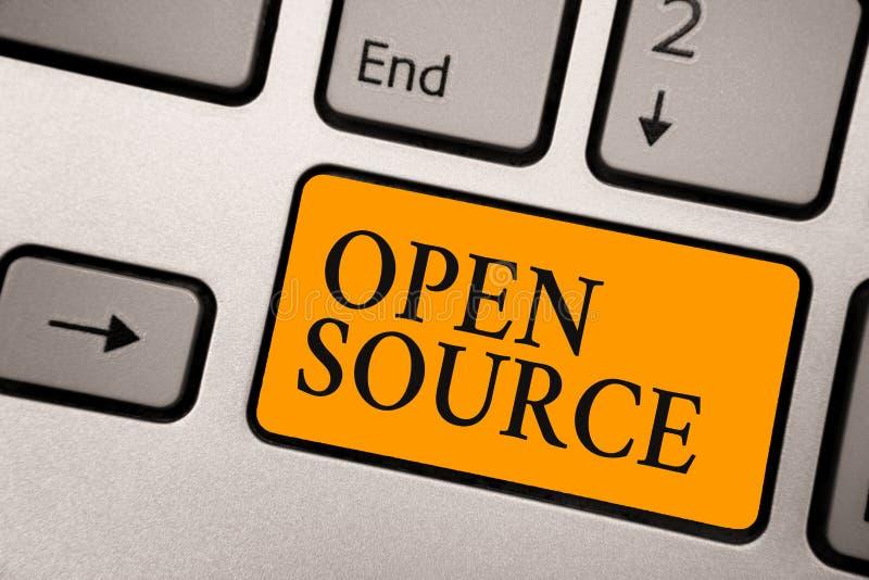 Testo Open Source della scrittura Significato di concetto che denota software che l'arancia disponibile originale della tastiera  illustrazione di stock