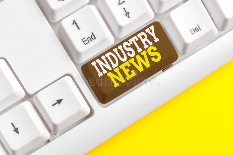 Testo scritto Word Notizie dell'industria Concetto aziendale per report di mercato tecnico Manufacturing Trade Builder White pc fotografia stock libera da diritti