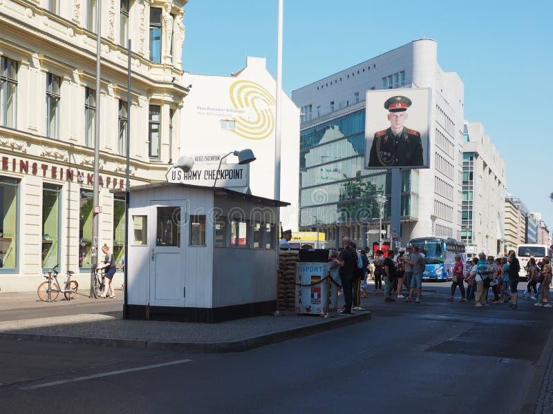 Testpunkt Charlie i Berlin arkivbilder