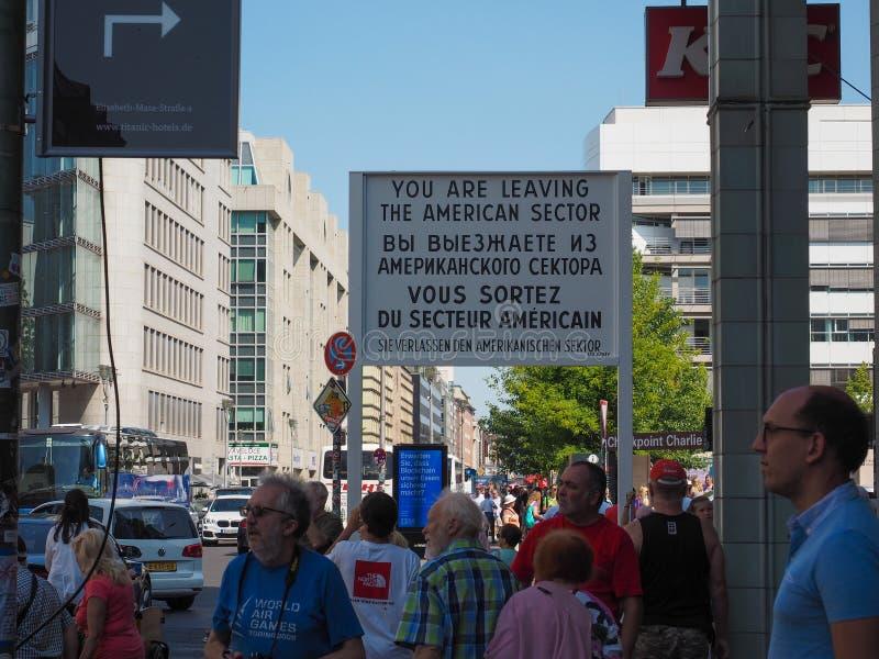 Testpunkt Charlie i Berlin fotografering för bildbyråer