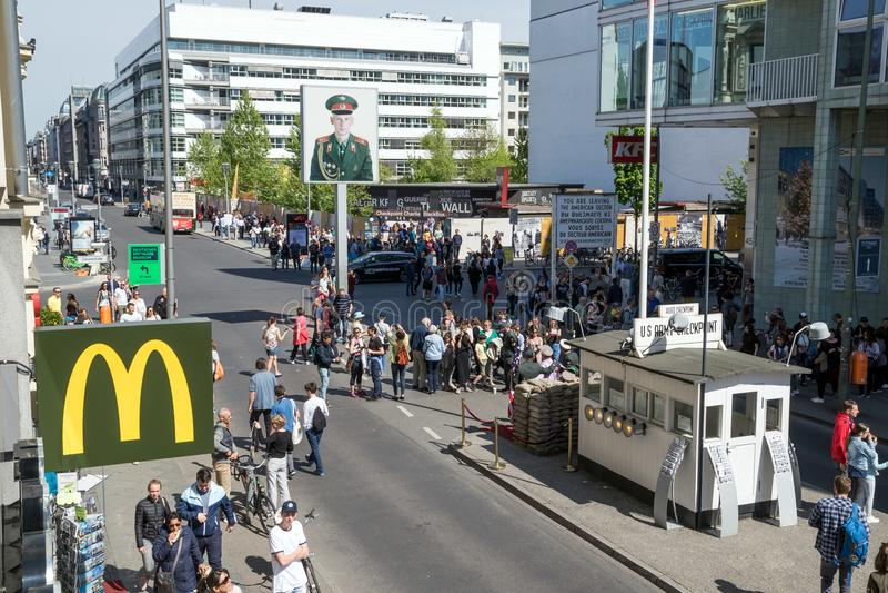 TestpunktCHarlie Berlin turister royaltyfria foton