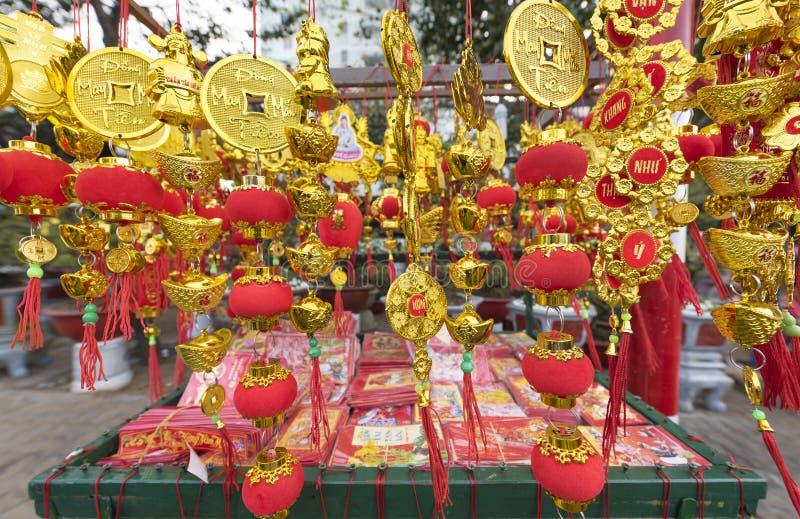 Tet Wietnamskiego nowego roku złociste czerwone dekoracje fotografia stock