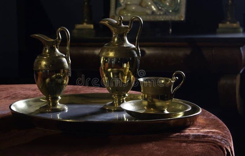 Tetera árabe de oro foto de archivo libre de regalías
