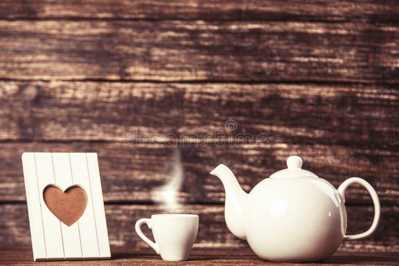 Tetera y taza de café imagen de archivo. Imagen de retro - 41593189