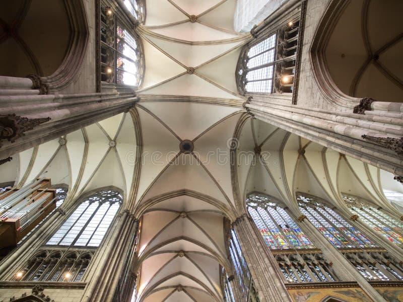 Teto da catedral na água de Colônia, Alemanha foto de stock