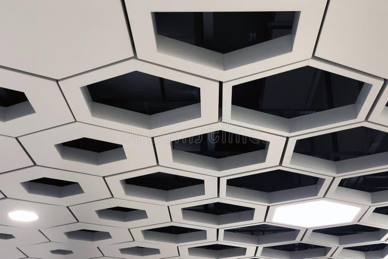 Teto da gota Telhas de alumínio da pilha do hexágono imagem de stock royalty free