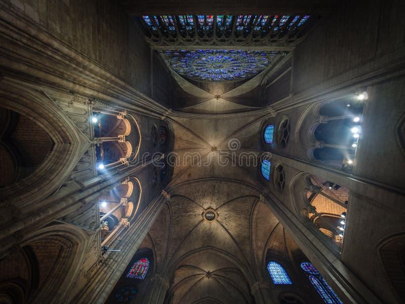 Teto de Cathedrale Notre Dame, catedral católica medieval fotografia de stock