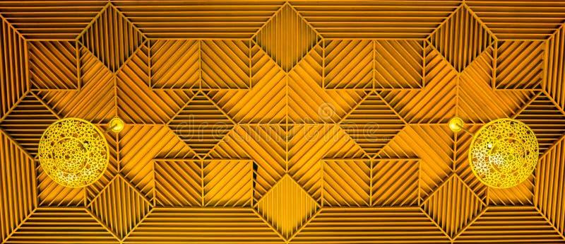 Teto de madeira geométrico imagem de stock