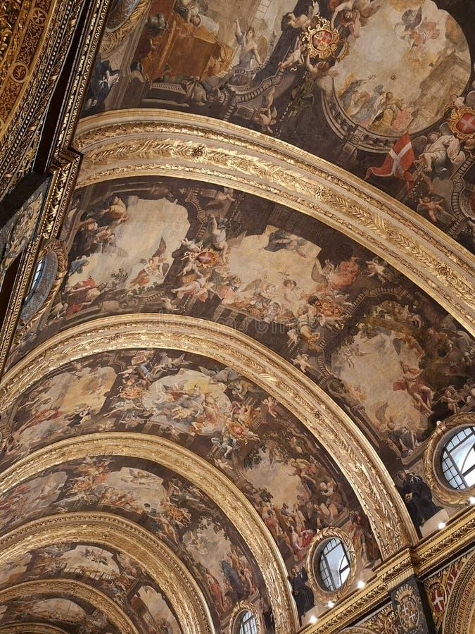 Teto de St John Co Cathedral pintado por Mattia Preti, Valletta, Malta imagens de stock
