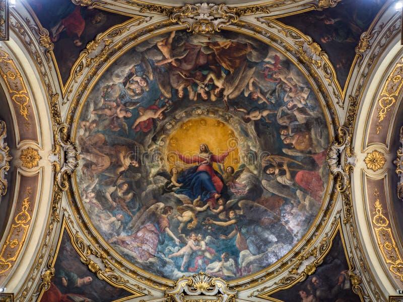 Teto de uma capela da catedral pintada com a imagem do Virg fotos de stock royalty free