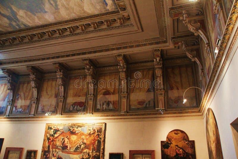 Teto decorado com fresco no museu Palazzo Te em Mantova, Itália foto de stock