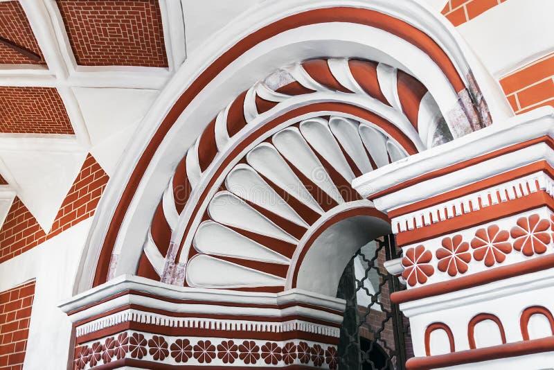 Teto e mobília da catedral da manjericão do St em Moscou foto de stock royalty free
