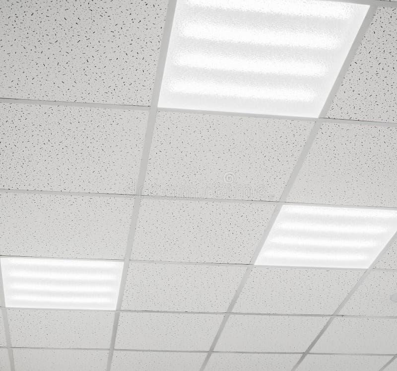 Teto moderno com lâmpadas do diodo emissor de luz imagens de stock