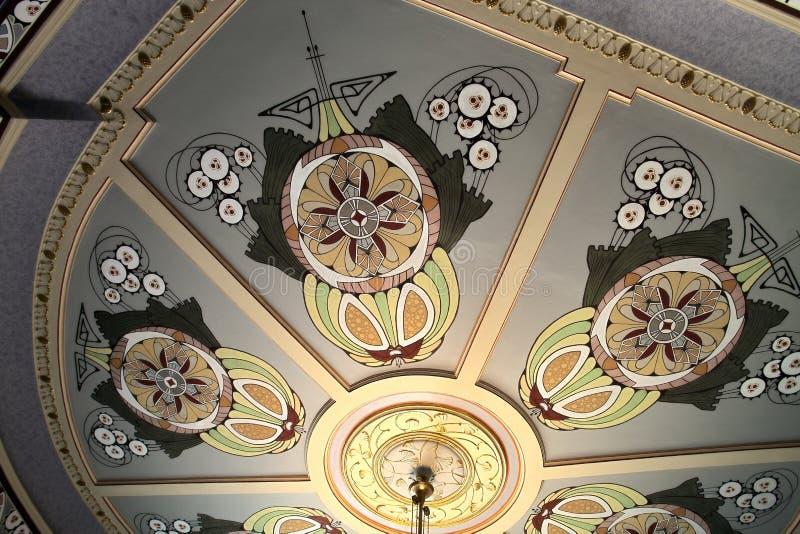Teto no Museu Nacional do art nouveau em Riga imagem de stock