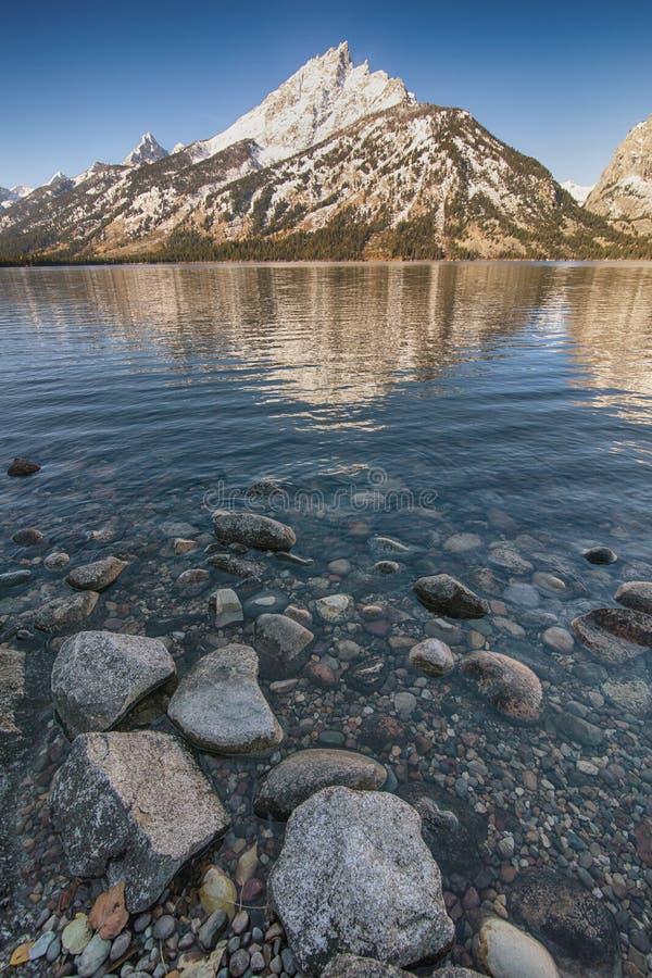 Tetons grande do lago do jenny fotografia de stock royalty free