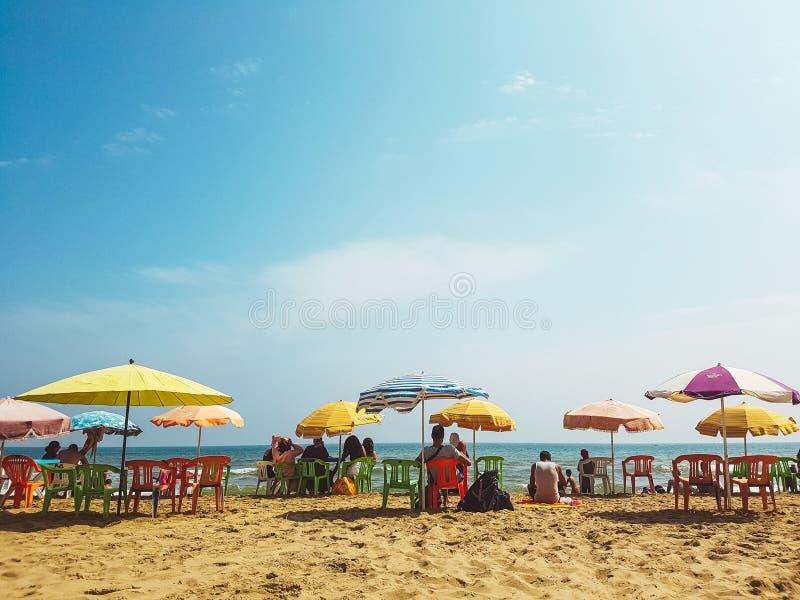 Tetouan, Marocco, il 3 settembre 2018, la gente in spiaggia di Martil fotografia stock libera da diritti
