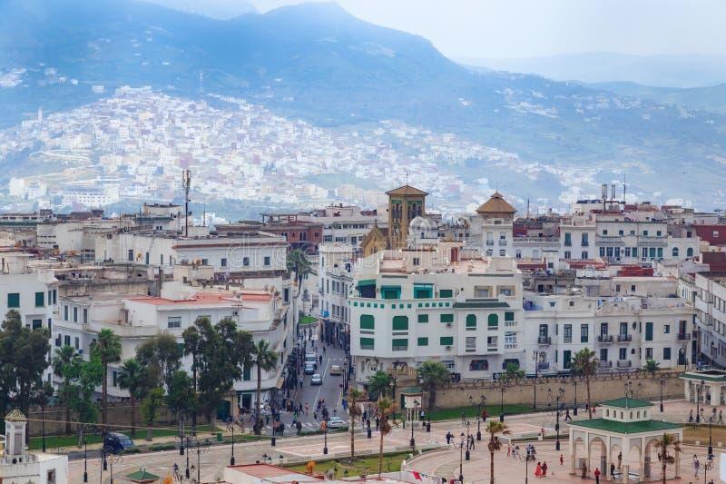 TETOUAN, MARROCOS - 24 DE MAIO DE 2017: Vista dos antigos e coloridos edifícios de Tetouan no Norte de Marrocos fotos de stock royalty free