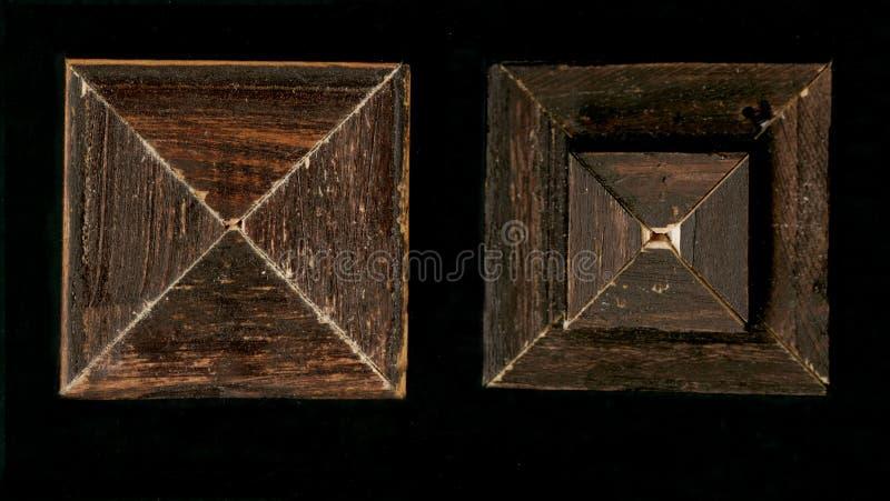 Tetrahedral fyrkantig dekorativ rosett av träinrama remsor royaltyfri foto