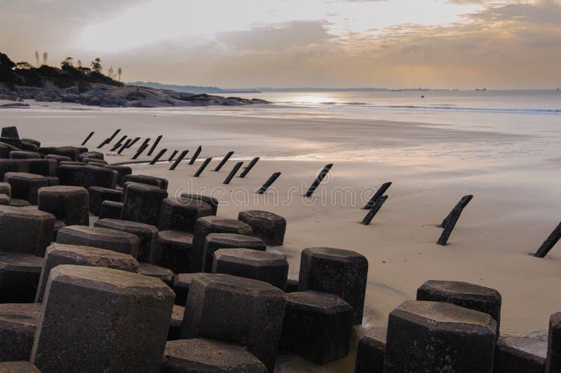 Tetrapod структура на пляже в Kinmen стоковое изображение rf