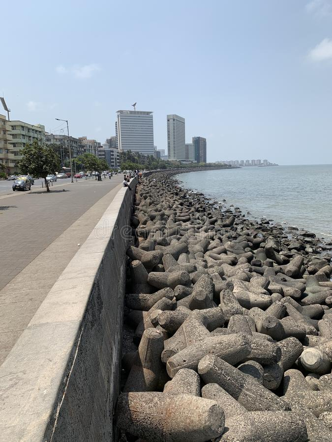Tetrapods förhindrande för kust- erosion, Colaba Mumbai arkivbild