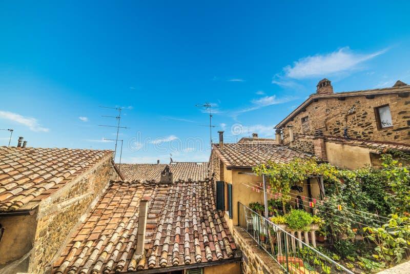 Tetti di mattonelle in Montepulciano fotografia stock libera da diritti