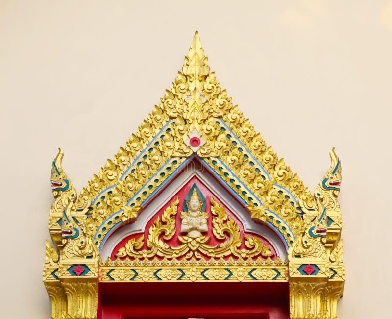 Tetti e timpani tailandesi tradizionali immagini stock