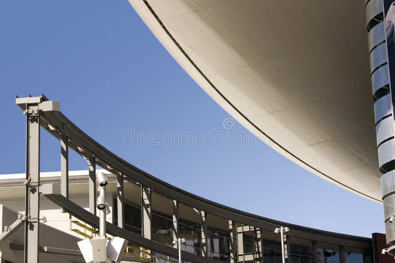 Tetto astratto della costruzione nella striscia di Las Vegas con la monorotaia immagine stock libera da diritti