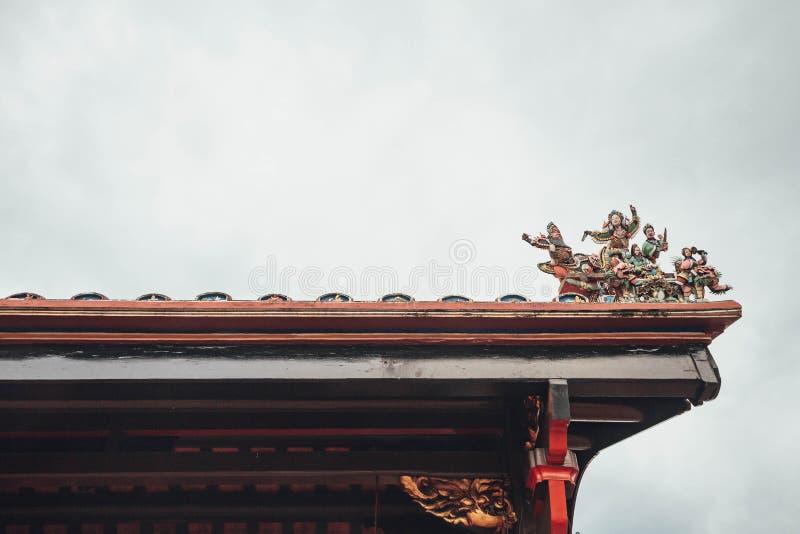 Tetto cinese del tempio con le statue di angeli nella città del Malacca, Malacca, Malesia immagine stock libera da diritti