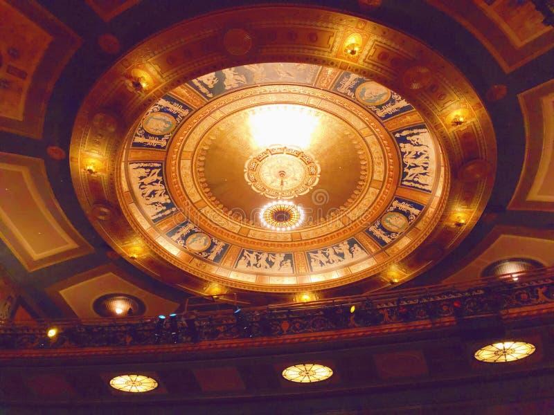 Tetto dell'interno del corridoio del teatro del palazzo fotografia stock