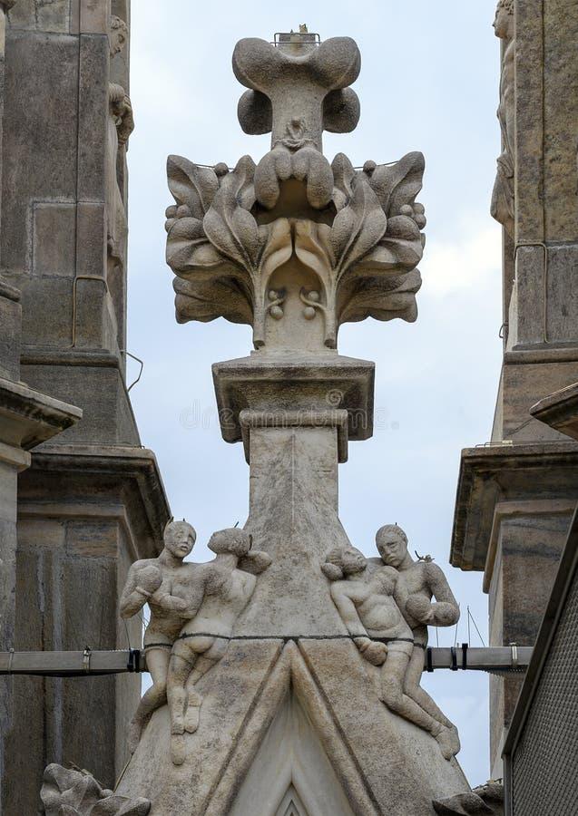 Tetto della scultura del pugile, Di Milano, la chiesa del duomo o di Milan Cathedral della cattedrale di Milano, Lombardia, Itali fotografie stock