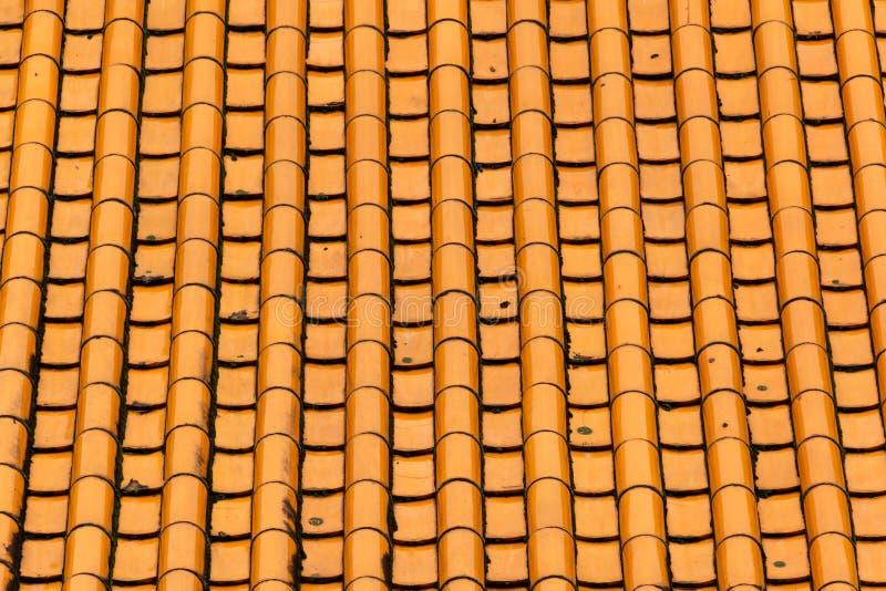 Tetto di mattonelle arancio del primo piano fotografia stock