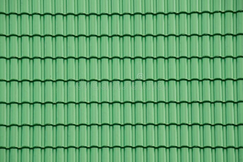 Tetto di mattonelle verde per struttura e fondo immagine stock
