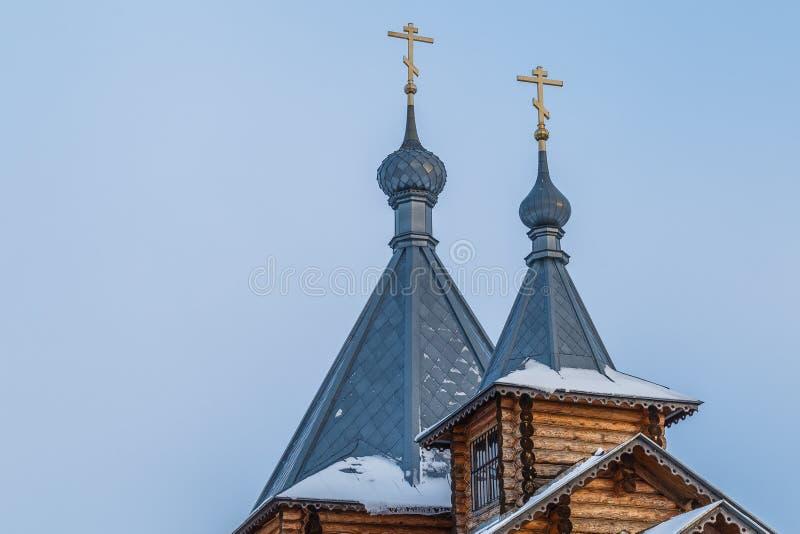 Tetto di una chiesa di legno ortodossa immagini stock libere da diritti