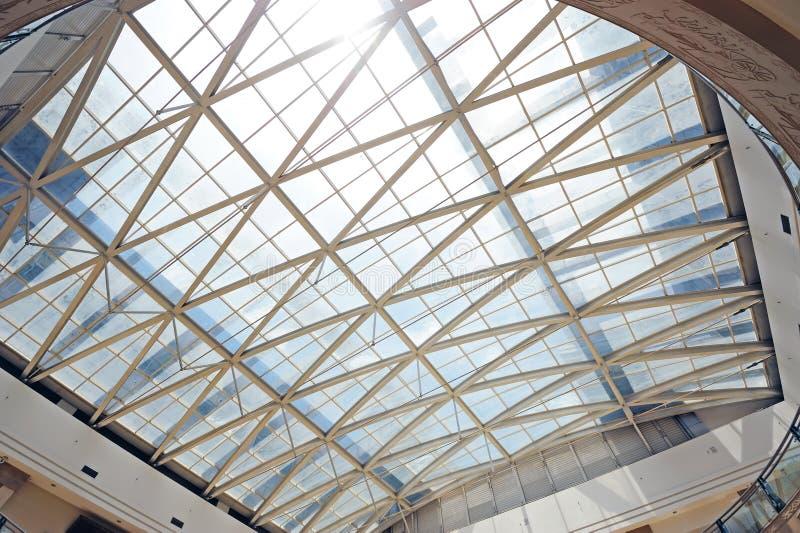 Tetto di vetro e della struttura d'acciaio immagini stock libere da diritti