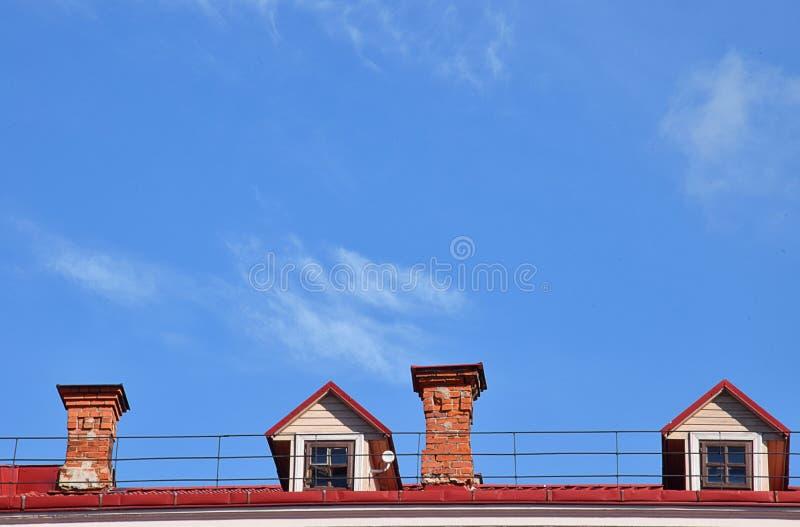 Tetto e cielo blu della Camera fotografia stock libera da diritti