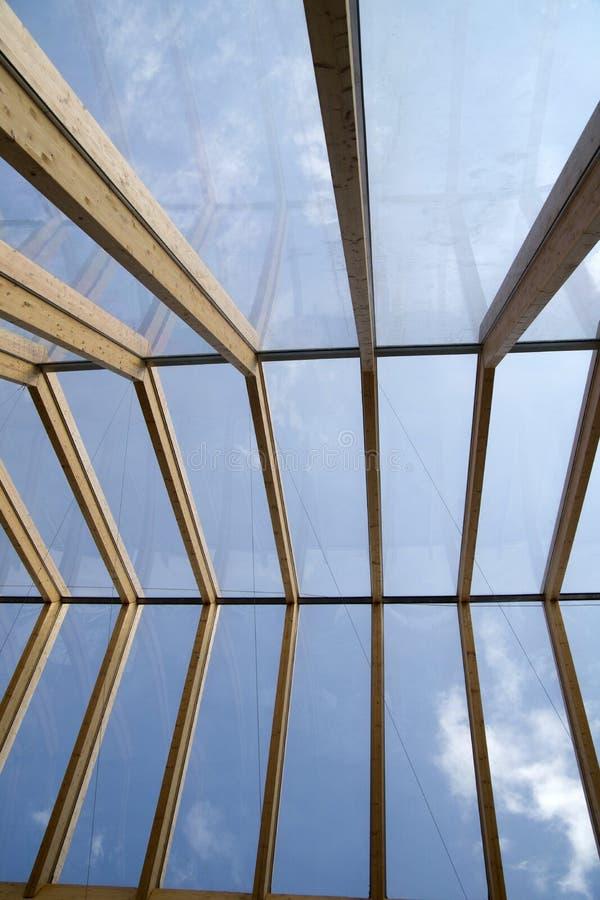 Tetto e vetro di legno fotografia stock immagine di vetro for Tetto in vetro prezzi