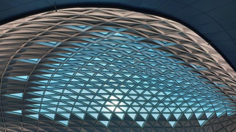 Tetto moderno di architettura dell'interno dell'aeroporto internazionale di Incheon, Seoul, Corea del Sud fotografia stock
