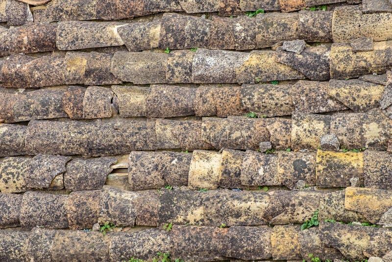 Tetto piastrellato di vecchie case, fondo per struttura di progettazione fotografia stock libera da diritti