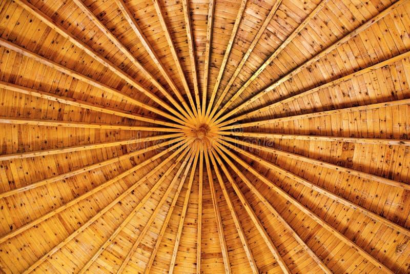 Tetto rotondo fatto di legno Vista dentro immagine stock libera da diritti