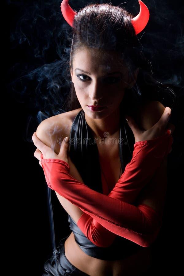 Teufel in den Wolken des Rauches vom Duft stockfoto