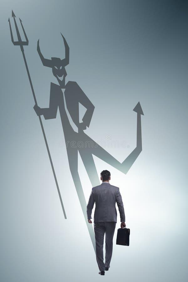 Teufel, der im Gesch?ftsmann - alter ego-Konzept sich versteckt lizenzfreies stockfoto