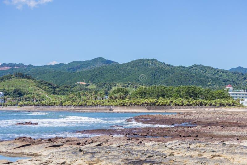Teufel ` s Waschbrettküstenlinie und -strand in Aoshima-Insel, Miyazak lizenzfreie stockfotos